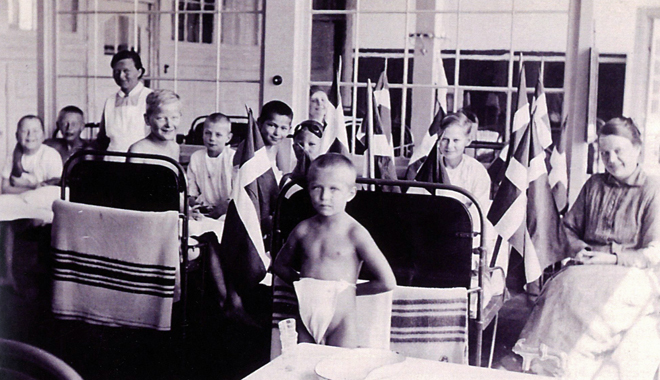 At the anniversary of a child s admittance to the sanatorium the child s bed was decorated with danish flags